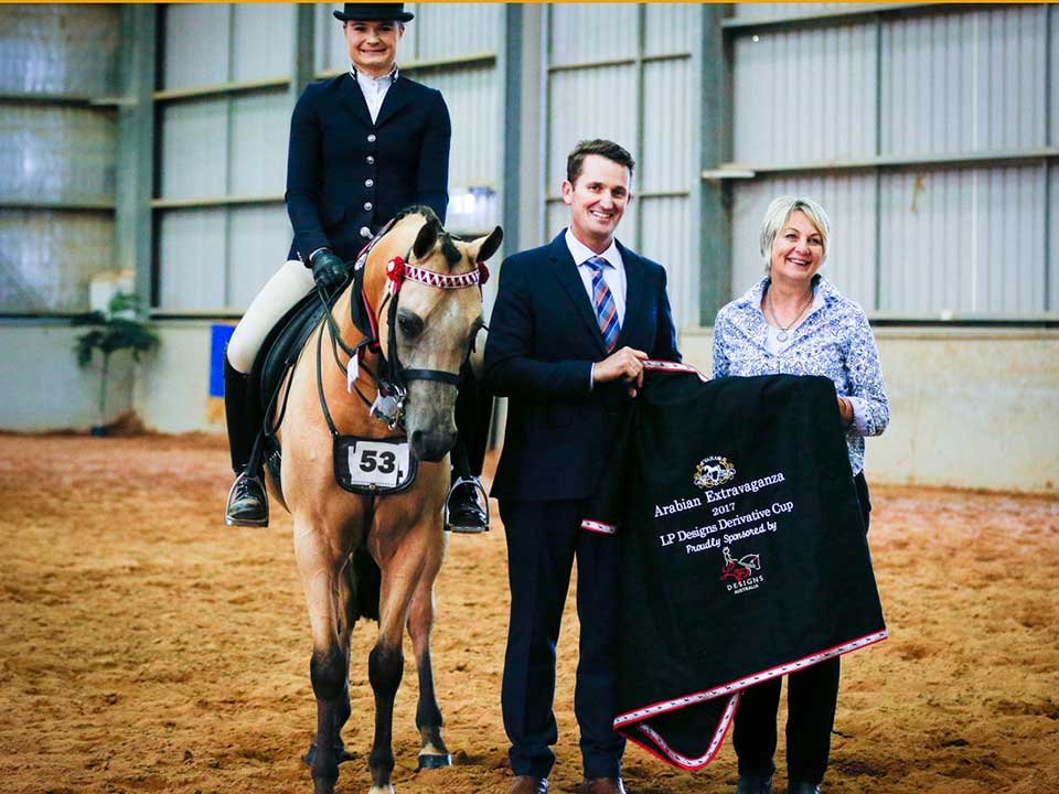 Gleniph Tiramisu – shown by Future Farms & Gleniph Arabians. Winner of the LP Designs Derivative Cup with judge Mark Lilley and Sponsor Michelle Lando
